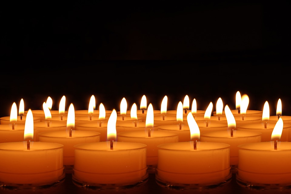 candles-492171_960_720